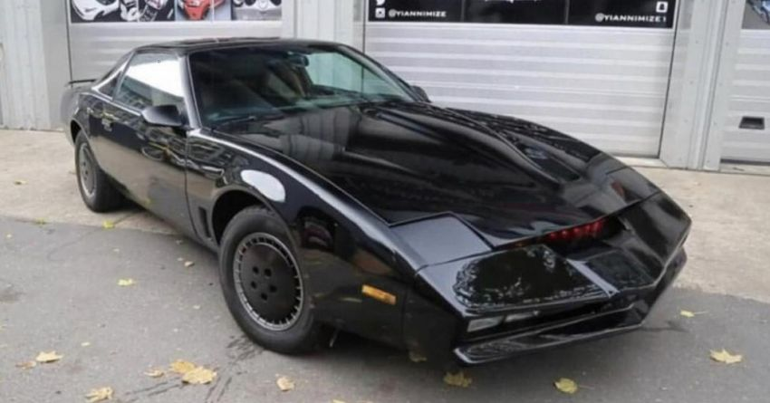 David Hasselhoff's personal KITT car is up for auction Image #1231373