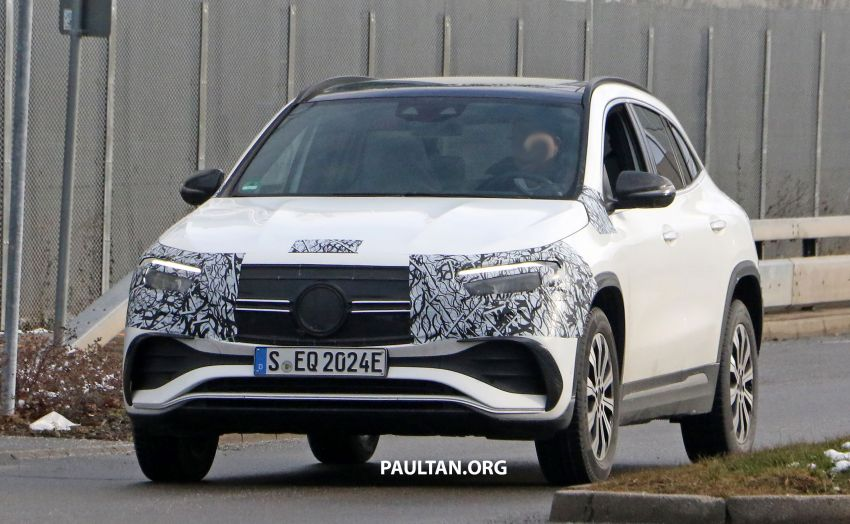 SPYSHOTS: Mercedes-Benz EQA seen with less camo Image #1234584