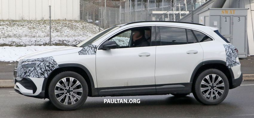 SPYSHOTS: Mercedes-Benz EQA seen with less camo Image #1234593