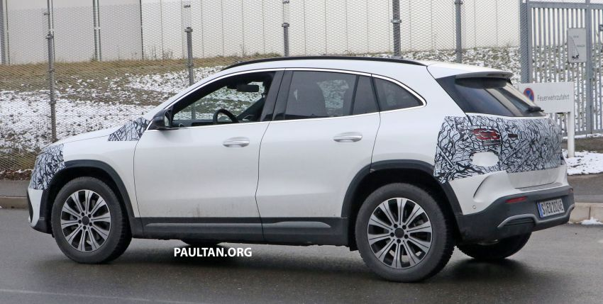 SPYSHOTS: Mercedes-Benz EQA seen with less camo Image #1234596
