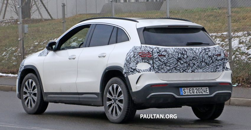 SPYSHOTS: Mercedes-Benz EQA seen with less camo Image #1234600