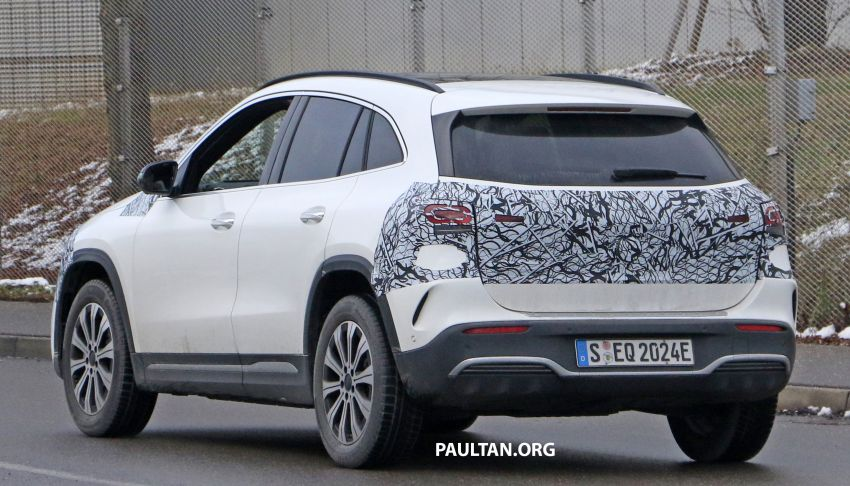 SPYSHOTS: Mercedes-Benz EQA seen with less camo Image #1234601