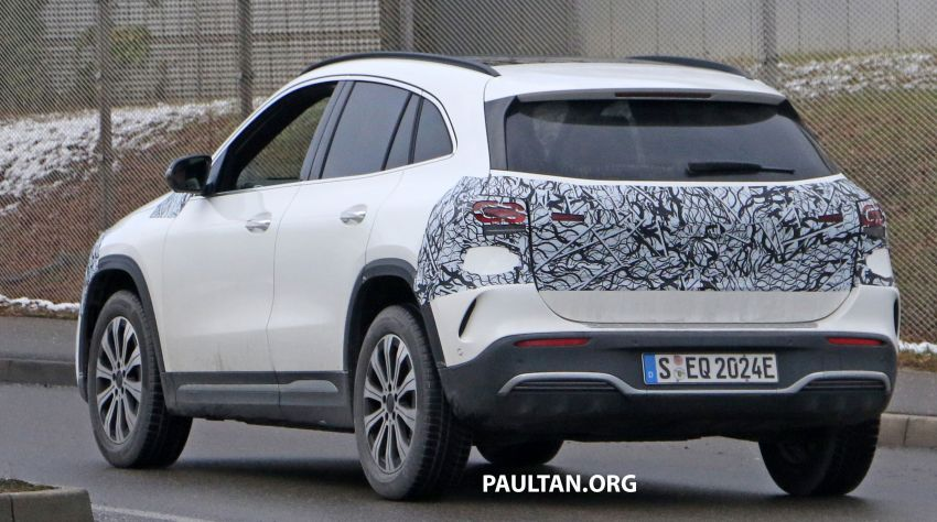 SPYSHOTS: Mercedes-Benz EQA seen with less camo Image #1234602