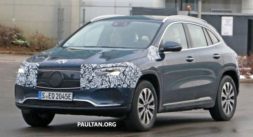 SPYSHOTS: Mercedes-Benz EQA seen with less camo Image #1234605