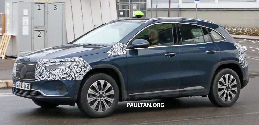 SPYSHOTS: Mercedes-Benz EQA seen with less camo Image #1234607