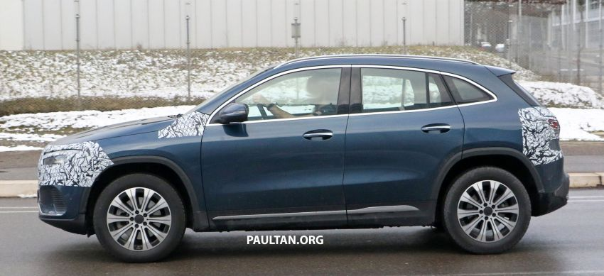 SPYSHOTS: Mercedes-Benz EQA seen with less camo Image #1234608