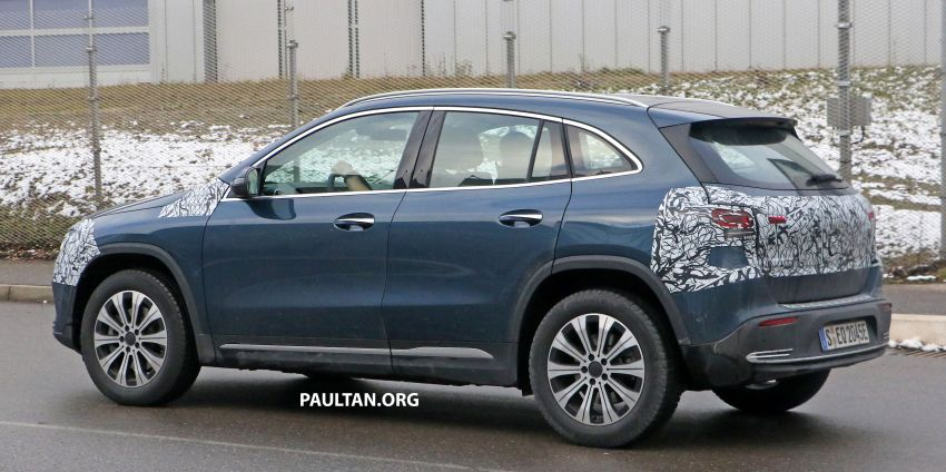 SPYSHOTS: Mercedes-Benz EQA seen with less camo Image #1234611