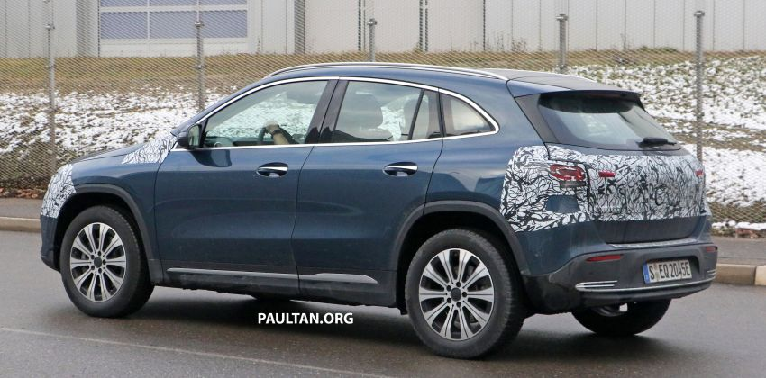 SPYSHOTS: Mercedes-Benz EQA seen with less camo Image #1234612