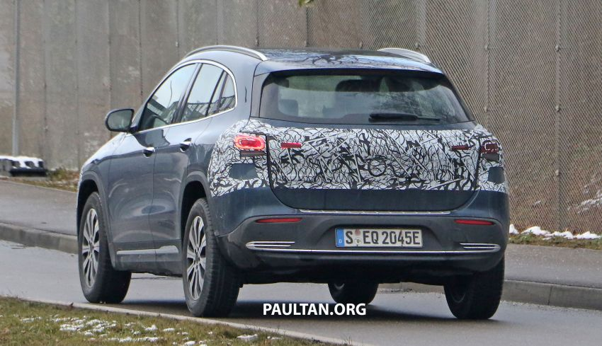 SPYSHOTS: Mercedes-Benz EQA seen with less camo Image #1234615