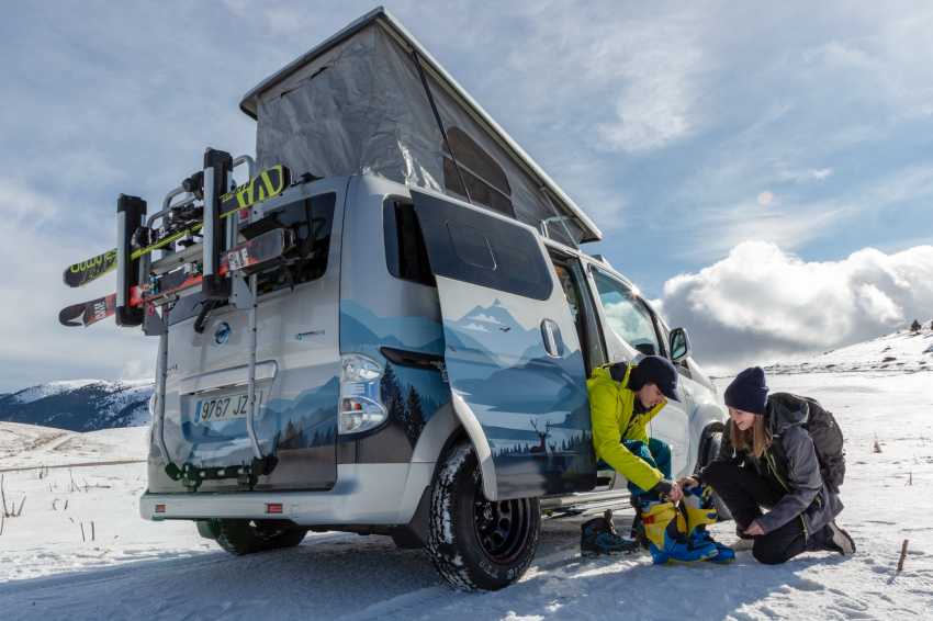 Nissan e-NV200 Winter Camper concept turns electric van into off-road motorhome with kitchen and beds Image #1238013