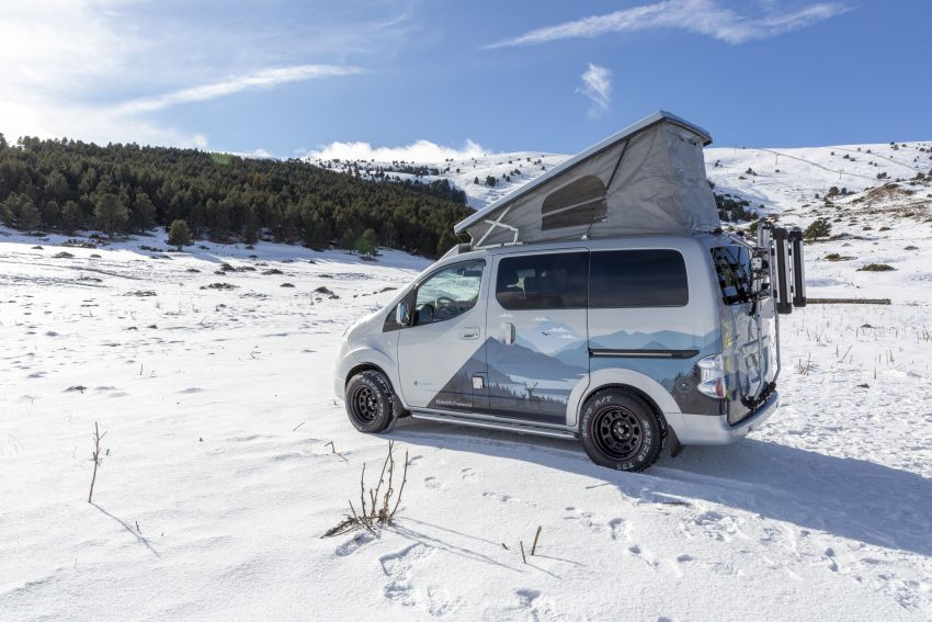 Nissan e-NV200 Winter Camper concept turns electric van into off-road motorhome with kitchen and beds Image #1238015