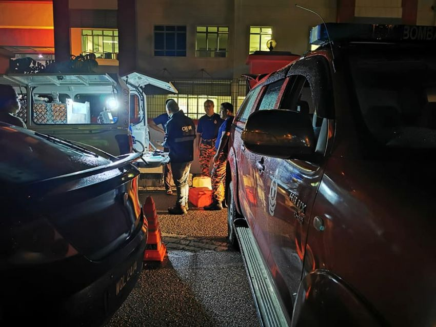 Petronas deploys ROVR pick-up trucks to flood-hit Temerloh – two locations in town, till January 15 Image #1233379