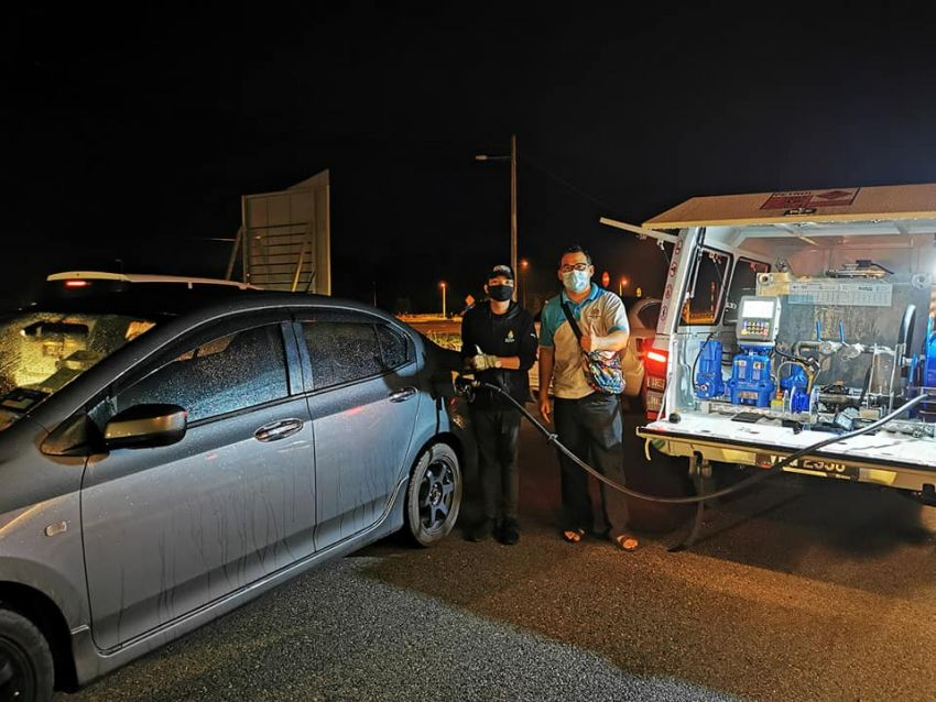 Petronas deploys ROVR pick-up trucks to flood-hit Temerloh – two locations in town, till January 15 Image #1233381