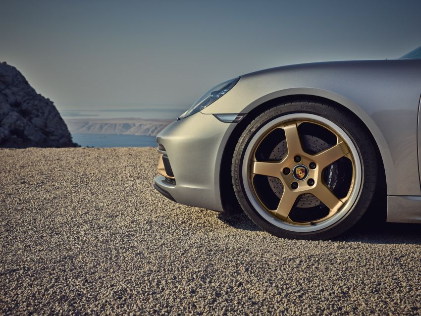 Porsche Boxster 25 Years revealed as tribute model – based on 718 Boxster GTS 4.0, limited to 1,250 units Image #1234274