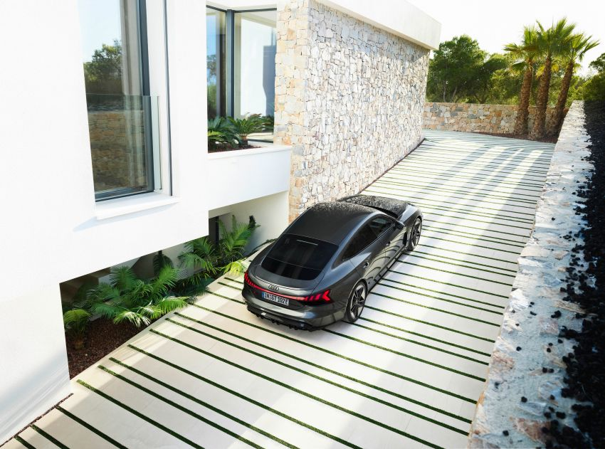 2021 Audi e-tron GT quattro, RS e-tron GT debut – two motors, up to 646 PS, 0-100 in 3.3 secs; 487 km range Image #1246436