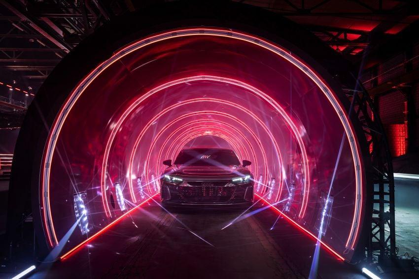 2021 Audi e-tron GT quattro, RS e-tron GT debut – two motors, up to 646 PS, 0-100 in 3.3 secs; 487 km range Image #1246478
