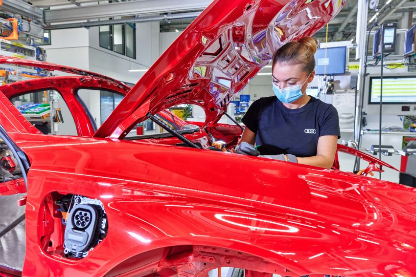 2021 Audi e-tron GT quattro, RS e-tron GT debut – two motors, up to 646 PS, 0-100 in 3.3 secs; 487 km range Image #1246716