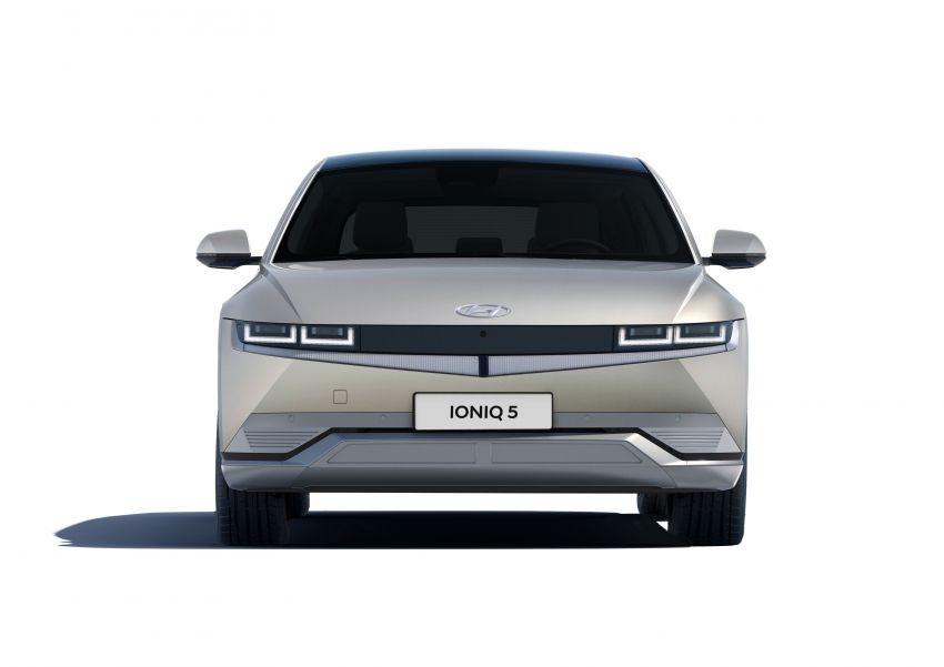 Hyundai Ioniq 5 revealed – sharp-looking electric crossover with up to 302 hp, 605 Nm, 480 km range Image #1252612
