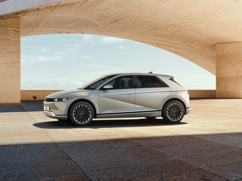 Hyundai Ioniq 5 revealed – sharp-looking electric crossover with up to 302 hp, 605 Nm, 480 km range Image #1252603