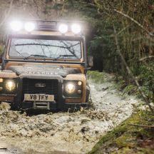 Land Rover Defender Works V8 Trophy 2021 buat penampilan ...