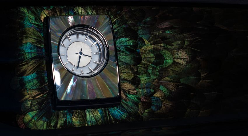 Rolls-Royce Phantom 'Iridescent Opulence' features over 3,000 bird feathers in its dash 'Bespoke Gallery' Image #1243882