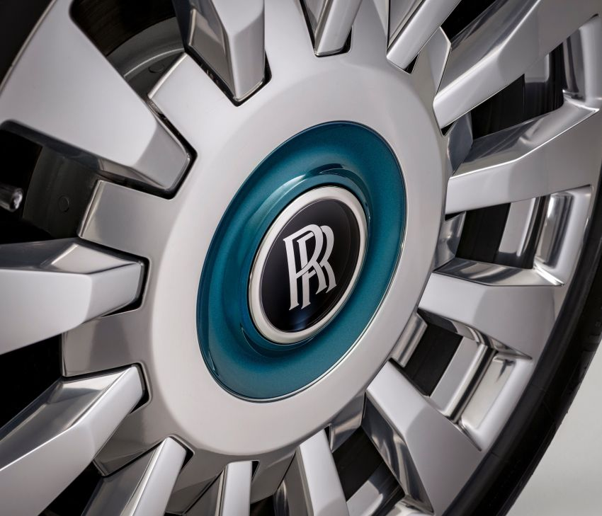 Rolls-Royce Phantom 'Iridescent Opulence' features over 3,000 bird feathers in its dash 'Bespoke Gallery' Image #1243893