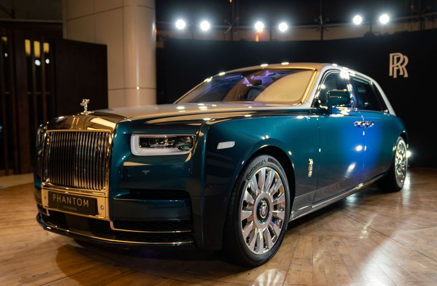 Rolls-Royce Phantom 'Iridescent Opulence' features over 3,000 bird feathers in its dash 'Bespoke Gallery' Image #1243895