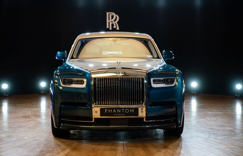 Rolls-Royce Phantom 'Iridescent Opulence' features over 3,000 bird feathers in its dash 'Bespoke Gallery' Image #1243896