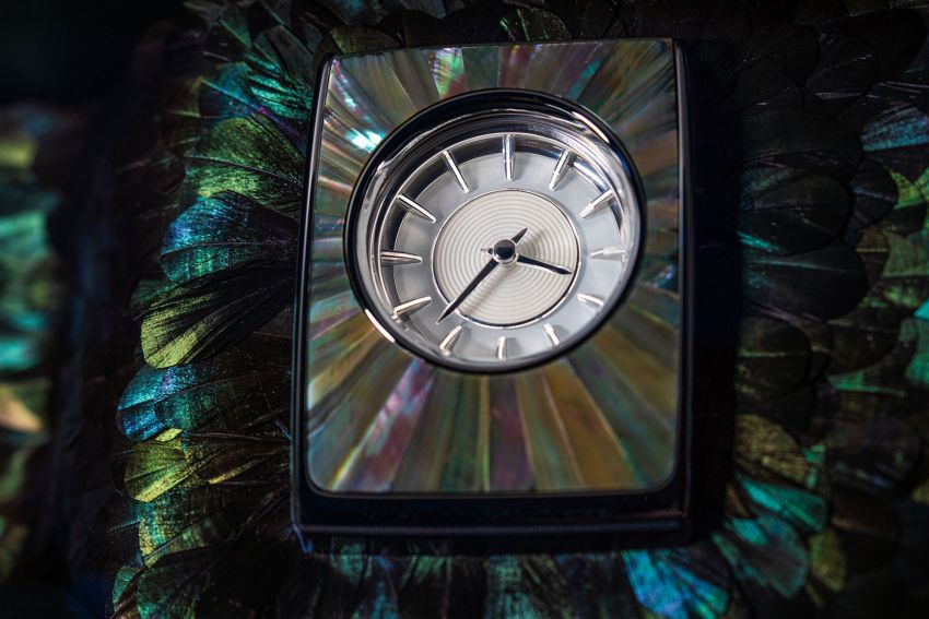 Rolls-Royce Phantom 'Iridescent Opulence' features over 3,000 bird feathers in its dash 'Bespoke Gallery' Image #1243883