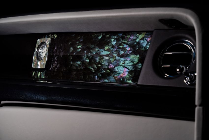 Rolls-Royce Phantom 'Iridescent Opulence' features over 3,000 bird feathers in its dash 'Bespoke Gallery' Image #1243884