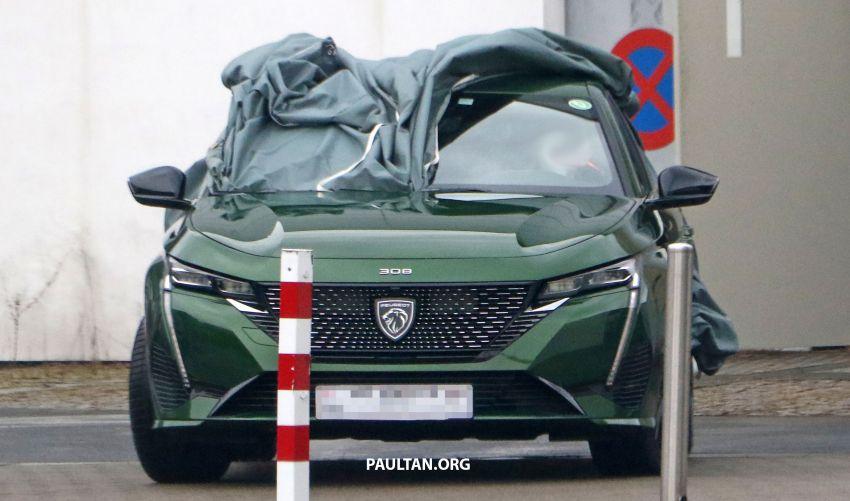 SPIED: Next-gen Peugeot 308 hatch seen undisguised Image #1261212