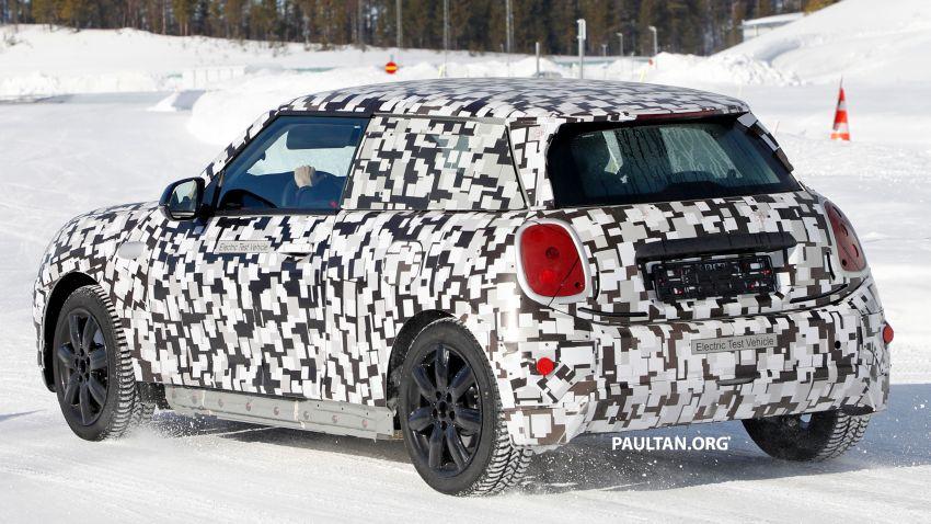 SPYSHOTS: Next-generation MINI Cooper EV on test Image #1266428