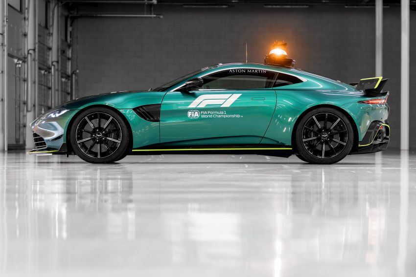 Aston Martin Vantage and DBX revealed as official Formula 1 safety and medical cars for 2021 season Image #1259312