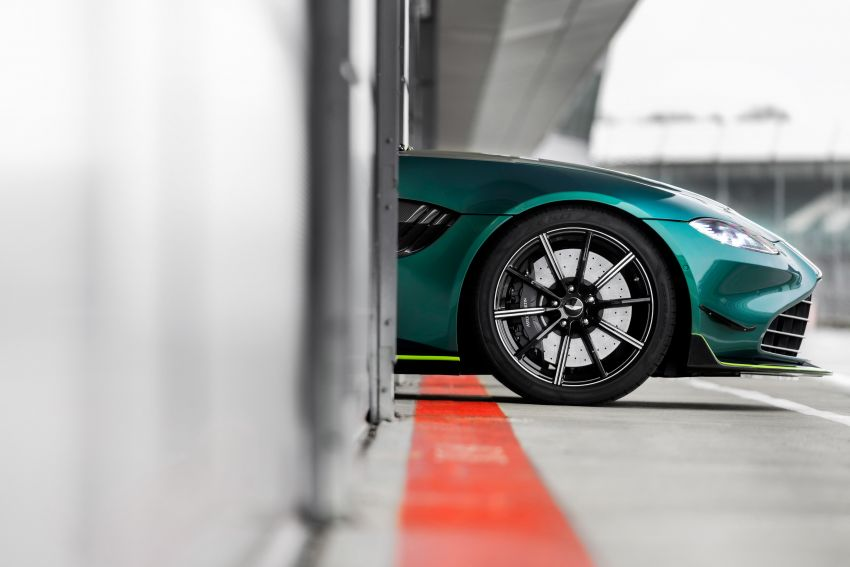 Aston Martin Vantage and DBX revealed as official Formula 1 safety and medical cars for 2021 season Image #1259320
