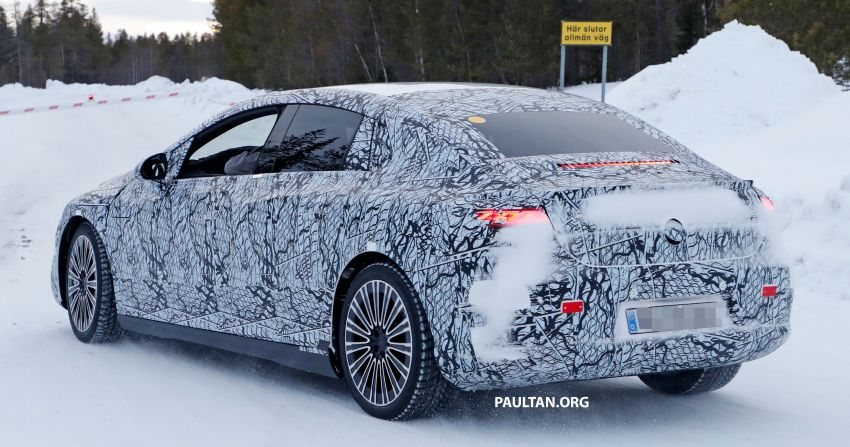 SPIED: Mercedes-Benz EQE with less camouflage Image #1265732