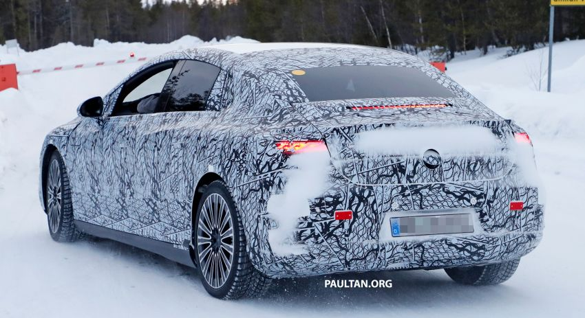 SPIED: Mercedes-Benz EQE with less camouflage Image #1265733