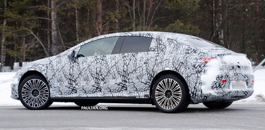 SPIED: Mercedes-Benz EQE with less camouflage Image #1265738