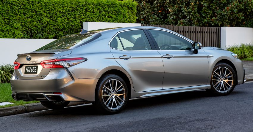 2021 Toyota Camry facelift officially launched in OZ – subtle nip and tuck, 2.5L hybrid with 218 PS, fr RM99k Image #1279503