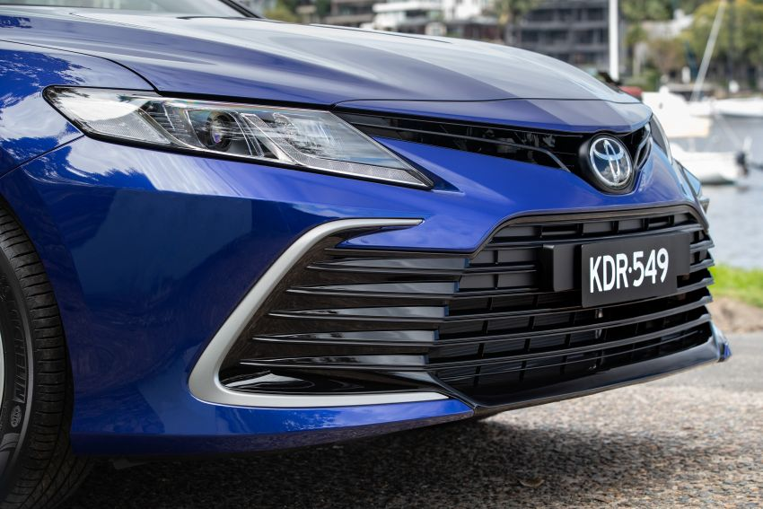 2021 Toyota Camry facelift officially launched in OZ – subtle nip and tuck, 2.5L hybrid with 218 PS, fr RM99k Image #1279507
