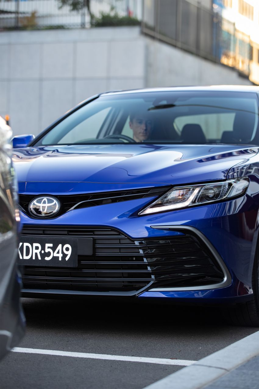 2021 Toyota Camry facelift officially launched in OZ – subtle nip and tuck, 2.5L hybrid with 218 PS, fr RM99k Image #1279501