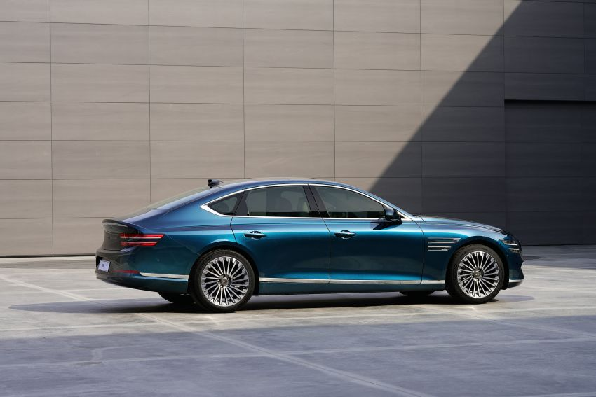 Genesis Electrified G80 debuts – 500 km NEDC range; 350 kW fast charging for 10-80% charge in 22 minutes Image #1283756