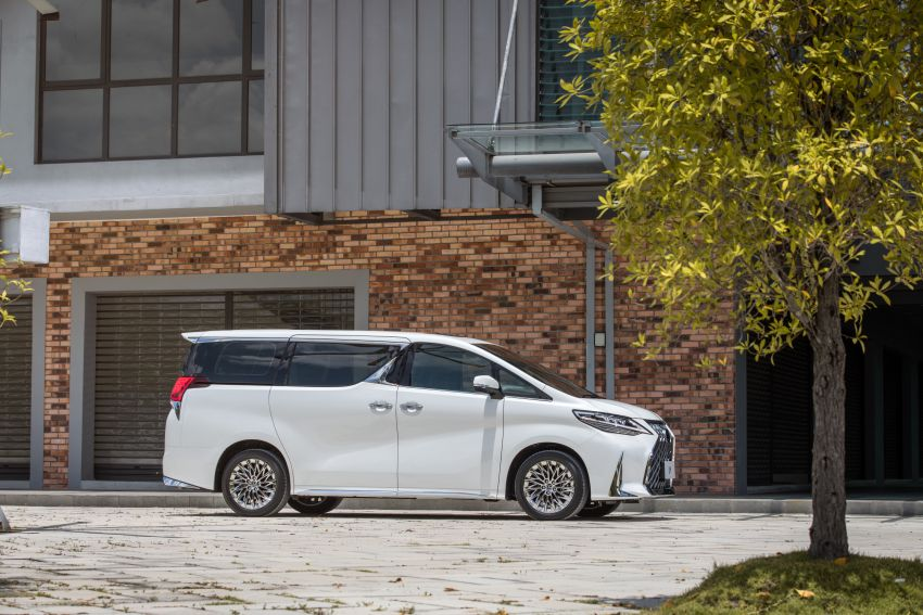 Lexus LM 350 launched in Malaysia – luxury 4-seater Alphard with limo rear seats, 26-inch TV,  RM1.1 million Image #1279736