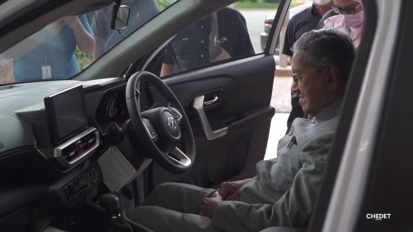 Tun Mahathir takes delivery of his new Perodua Ativa Image #1279514
