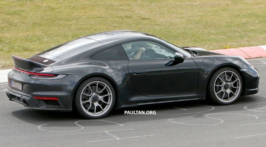 SPIED: Porsche 911 'Sport Classic' testing on track Image #1288180