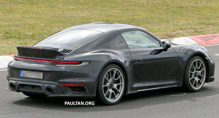 SPIED: Porsche 911 'Sport Classic' testing on track Image #1288182