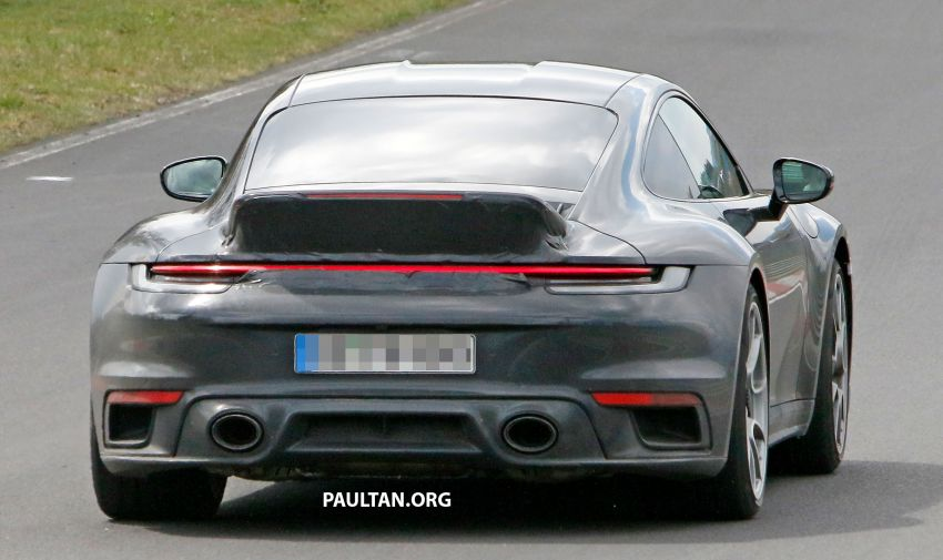 SPIED: Porsche 911 'Sport Classic' testing on track Image #1288185