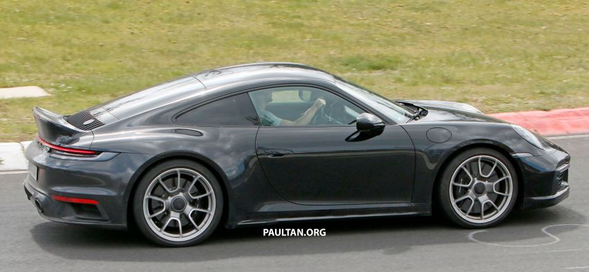 SPIED: Porsche 911 'Sport Classic' testing on track Image #1288179