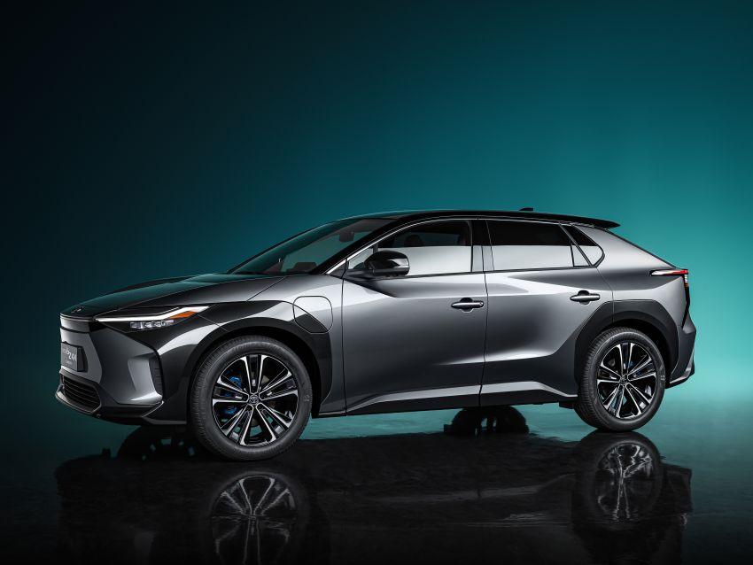 Toyota bZ4X Concept – RAV4-sized electric SUV developed with Subaru, yoke steering, coming 2022 Image #1283303