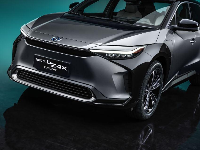 Toyota bZ4X Concept – RAV4-sized electric SUV developed with Subaru, yoke steering, coming 2022 Image #1283305