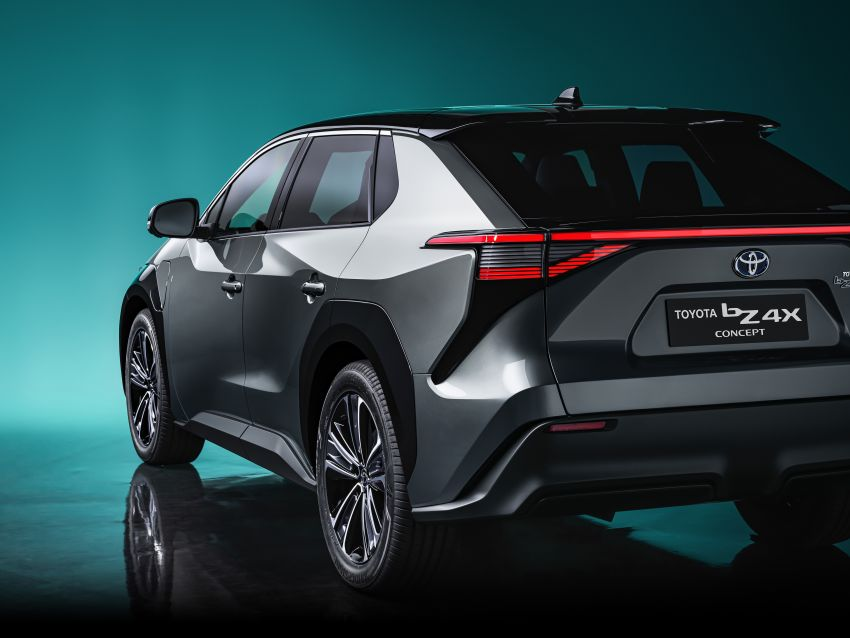 Toyota bZ4X Concept – RAV4-sized electric SUV developed with Subaru, yoke steering, coming 2022 Image #1283309
